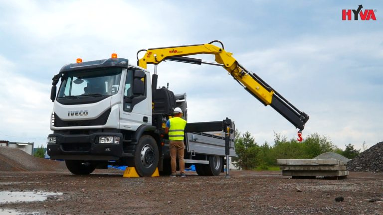 Iveco with HyvaCrane - universal truck_Moment2